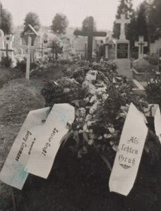 [Image: german+soldier+grave+tomb.jpg]